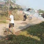 Sambut Kemerdekaan RI, Warga Dusun Bojong Gending Bersihkan Jalan Desa